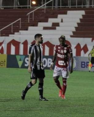 Com um a mais, Botafogo só empata em estreia na Série B