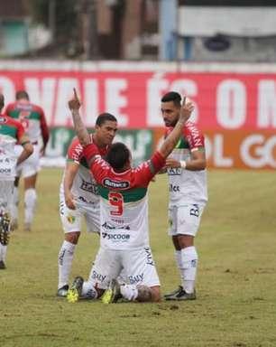 Edu marca duas vezes, e Brusque estreia com vitória diante da Ponte Preta na Série B