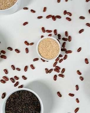 Dinheiro e saúde: simpatias com arroz, feijão e outros grãos