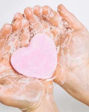3 simpatias com sabonete para apimentar a relação