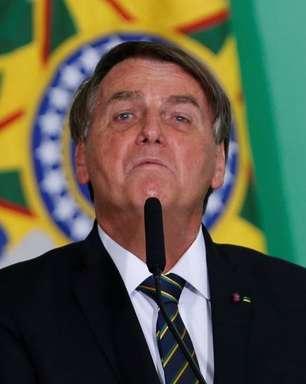 """Bolsonaro reafirma defesa de voto impresso e ataca Barroso como """"dono da verdade"""""""