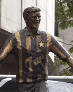 Internautas brincam com nova estátua de Túlio Maravilha: 'Parece o Crivella'