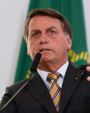 Bolsonaro diz que Barroso 'não sabe nada' e que, se Congresso aprovar, 'vai ter voto impresso'