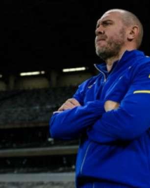 Mesmo com o empate em casa, Mozart Santos elogia a entrega do Cruzeiro contra o Goiás