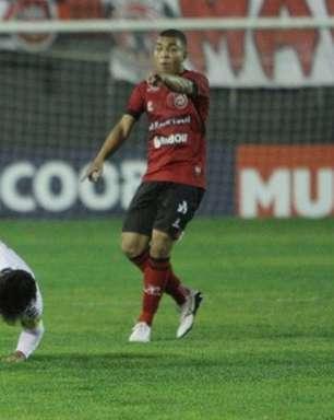Confusão em Pelotas: Brasil culpa o Vasco, que acusa de volta; árbitro relata início com Marcelo Cabo