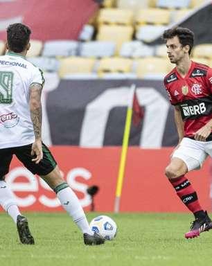 Rodrigo Caio divide bom momento da defesa do Flamengo com os atacantes