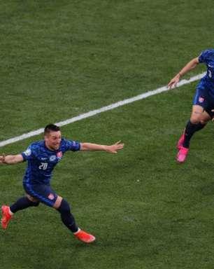 Eslováquia anula Lewandowski e vence Polônia em estreia