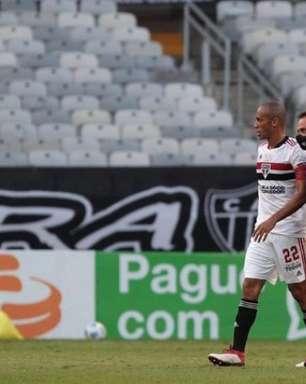 Miranda tem estiramento na coxa esquerda e deve desfalcar a equipe do São Paulo nas próximas partidas