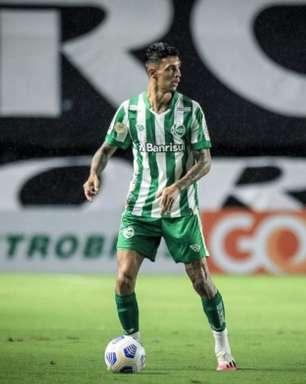 Destaque diante do Santos, Vitor Mendes projeta jogo difícil contra o Palmeiras