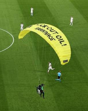 """Uefa: ativista machuca """"várias pessoas"""" em jogo da Eurocopa"""
