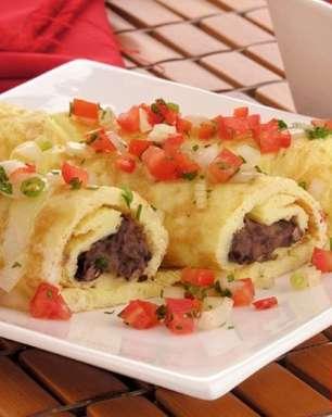 Omelete de feijoada para uma refeição rápida e deliciosa