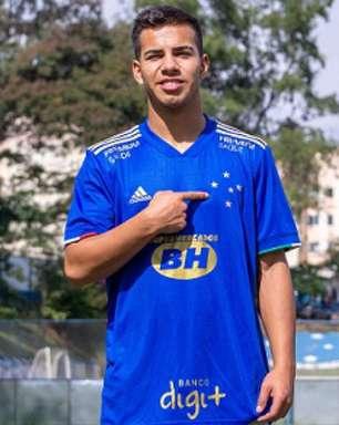 Cruzeiro contrata meia boliviano de 19 anos para o time sub-20