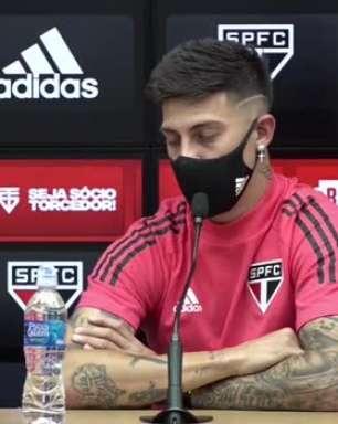 """SÃO PAULO: Rigoni revela pedido de Crespo para jogar mais aberto e se diz apto de atuar na posição do Benitez: """"Me sinto cômodo jogando por dentro também"""""""
