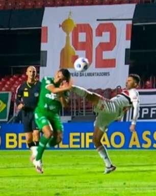 Daniel Alves detona arbitragem após expulsão de Nestor em jogo do São Paulo: 'Sacanagem'