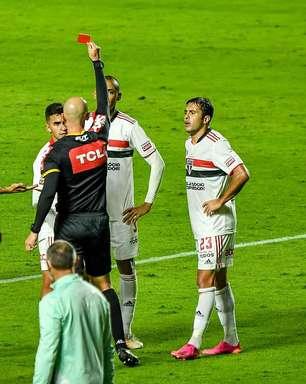 Com um a menos, São Paulo empata com a Chapecoense