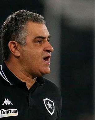 Chamusca vê melhora do Botafogo no segundo tempo, mas lamenta empate: 'Sentimento de frustração'