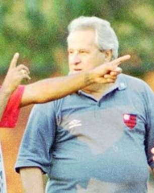 Ex-técnico do Flamengo, Apolinho fala de saudades da Geral: 'Agora está muito quietinho'