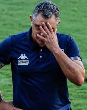 Chamusca dispara contra arbitragem após revés do Botafogo: 'O que aconteceu beira o absurdo'