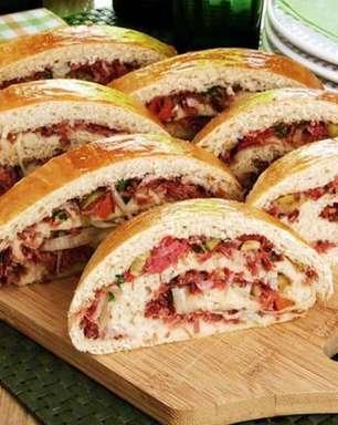Pão recheado com carne-seca fácil e saboroso