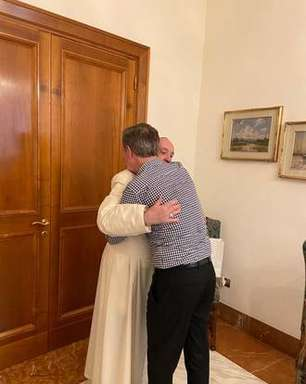 Papa Francisco recebe chileno vítima de padre pedófilo