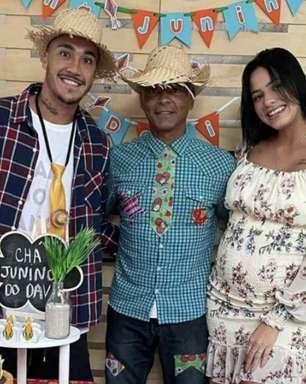 Romário aproveita chá de bebê para seu primeiro neto