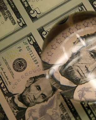 Dólar recua ante real após salto recente; comentários do Fed seguem no radar
