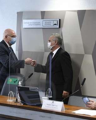 """Renan Calheiros chama Osmar Terra de """"líder do negacionismo"""""""