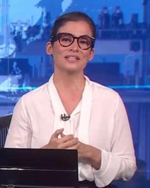 Renata Vasconcellos festeja primeira dose da vacina contra covid no Jornal Nacional