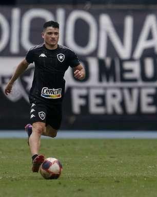 Ronald passa por protocolo de concussão e volta a treinar pelo Botafogo