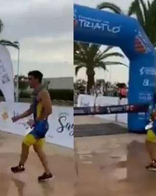 """Triatleta comemora antes, perde corrida e ouve: """"Tão burro"""""""