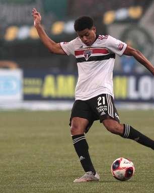 Após exames, Gabriel Sara não tem fratura no pé, mas deve ser desfalque do São Paulo contra o Ceará