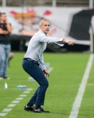 Sylvinho analisa sua primeira vitória em casa pelo Corinthians e explica alterações: 'Estavam exaustos'