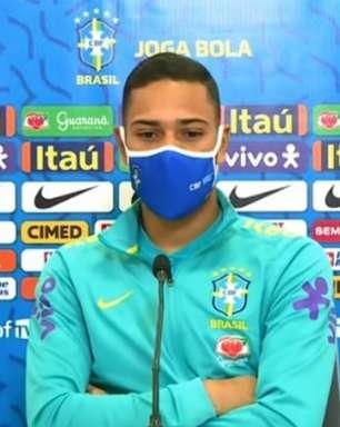 Renan Lodi celebra seu bom momento na Seleção Brasileira