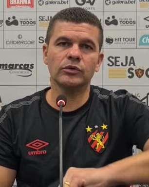 SPORT: Umberto Louzer fala em 'jogo distante' entre defesa e ataque para justificar alto número de passes errados