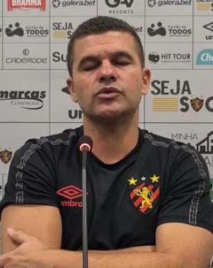 """SPORT: Umberto Louzer reconhece baixo rendimento da equipe no primeiro tempo em derrota para o Corinthians: """"Não conseguimos performar como estamos acostumados"""""""