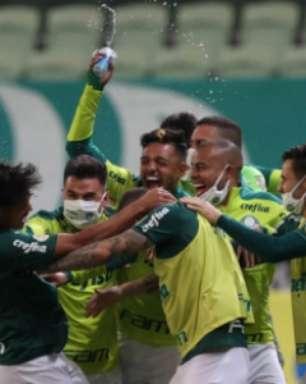 Scarpa brilha e comanda virada nos acréscimos do Palmeiras sobre o Bahia no Brasileirão
