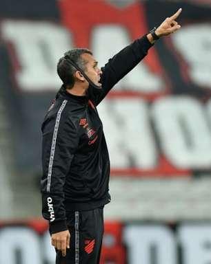 Técnico do Athletico-PR fala em 'castigo' com empate nos minutos finais