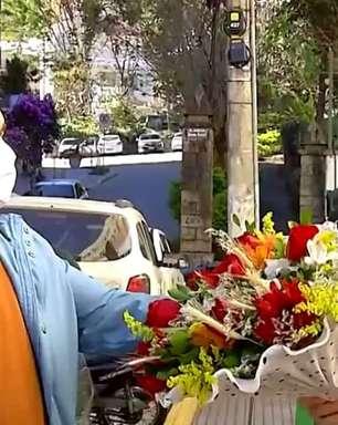 Repórter é surpreendido pelo marido na Globo e se emociona