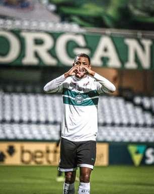 Waguininho anota o gol da vitória diante do Confiança e Coritiba pula para o segundo lugar da Série B