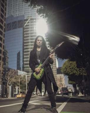 Guitarrista do Megadeth, Kiko Loureiro lança livro com dicas para músicos
