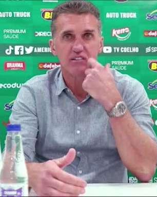 """AMÉRICA-MG: """"Cabeça no lugar e sofrimento.."""" Mancini analisa vitória sobre o Santos e destaca entrega durante toda a partida"""
