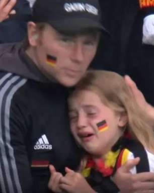 Eurocopa: inglês junta R$ 205 mil para alemã vista chorando