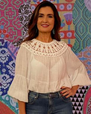 Fátima Bernardes acerta em look com transparência