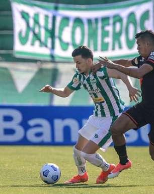 Atlético-GO cede empate ao Juventude com pênalti no fim
