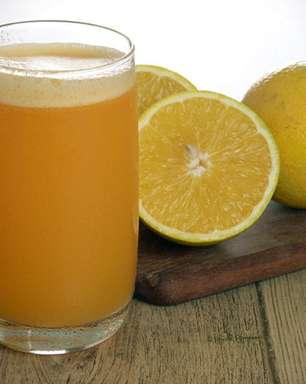 Suco energético de chá verde e laranja