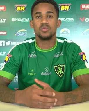 """AMÉRICA-MG: Eduardo nega problemas na lateral direita e aponta diferenças entre ele e Diego Ferreira: """"Sou mais agressivo no ataque e ele constrói mais a jogada"""""""