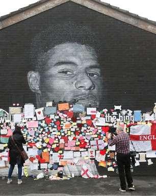 Torcedores ingleses defendem Rashford após ofensas racistas