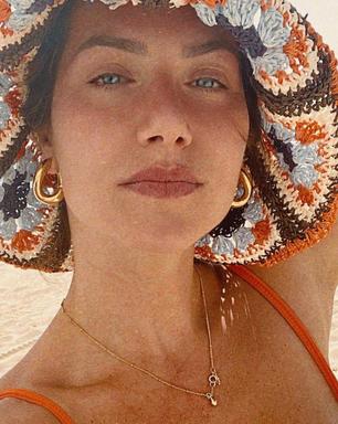 Direto dos anos 60 e 70, Ewbank aposta em chapéu de crochê