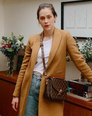 Sophia Abrahão prova ar fashion de blazer com calça jeans