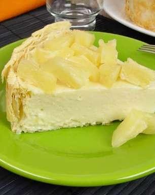 Torta folhada de abacaxi